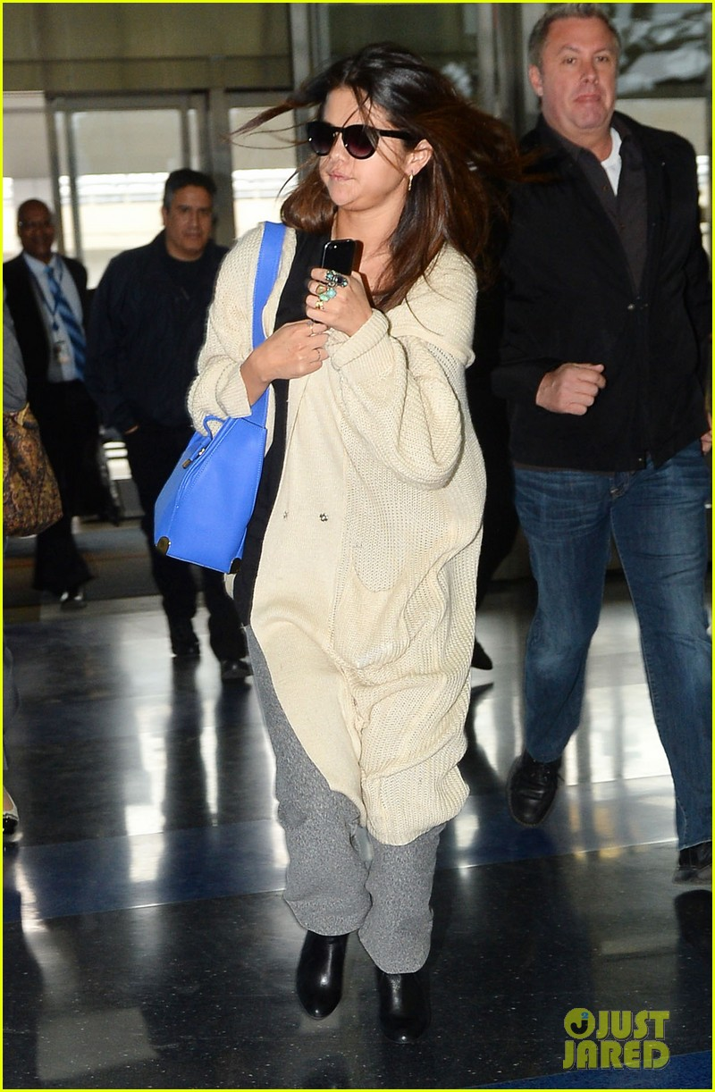 selena gomez leaves new york after lovely trip 03