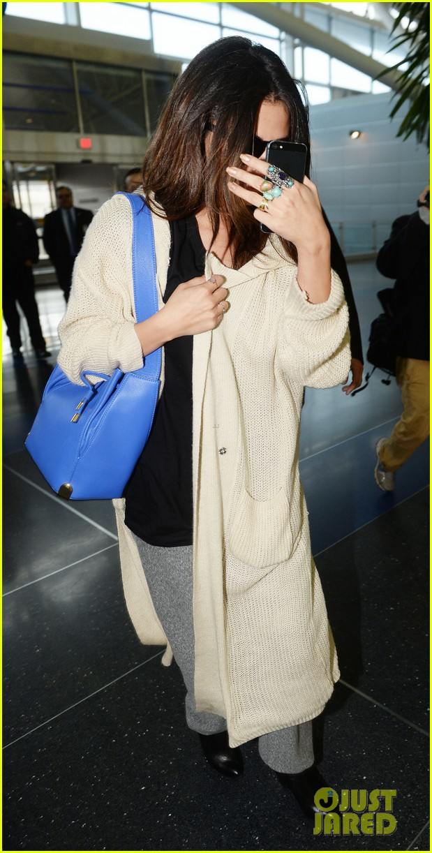 selena gomez leaves new york after lovely trip 073070581