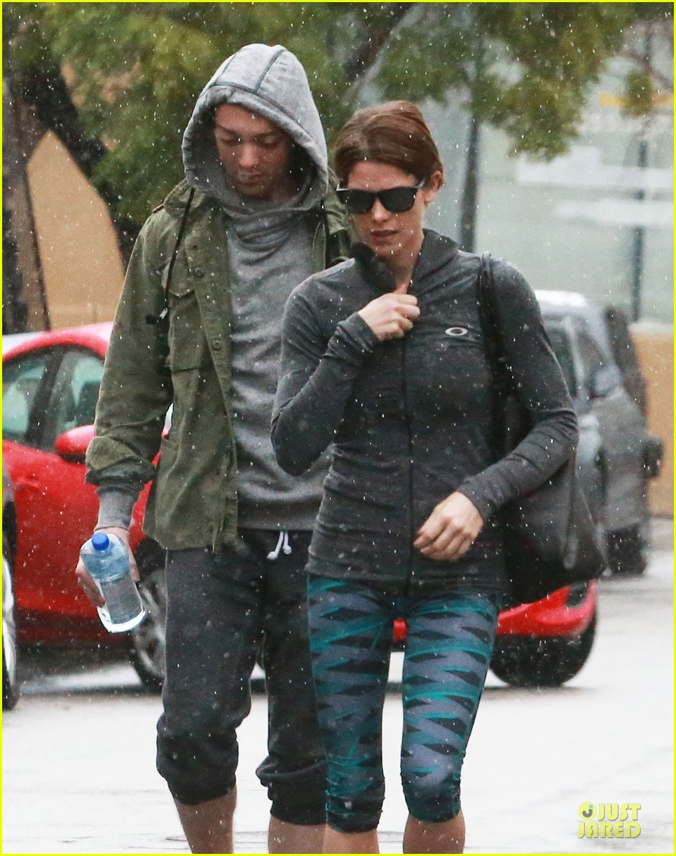 ashley greene paul khoury go in for a kiss after lunch 04