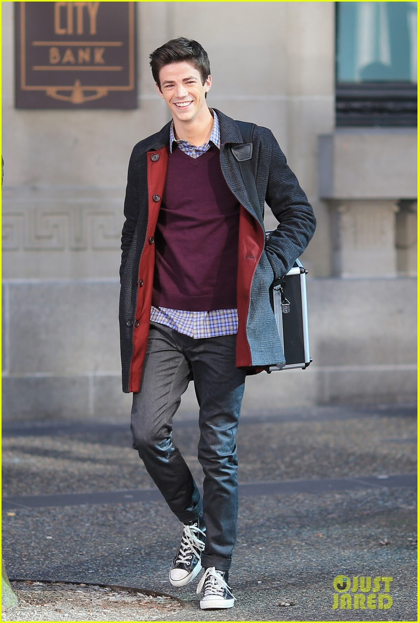 grant gustin flashes into action 183071224