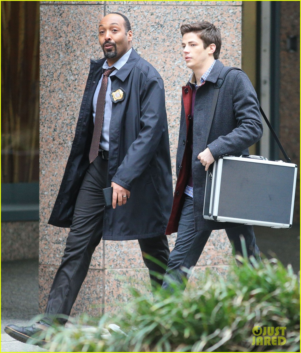 the flashs grant gustin cant wait to see his pup 013077556