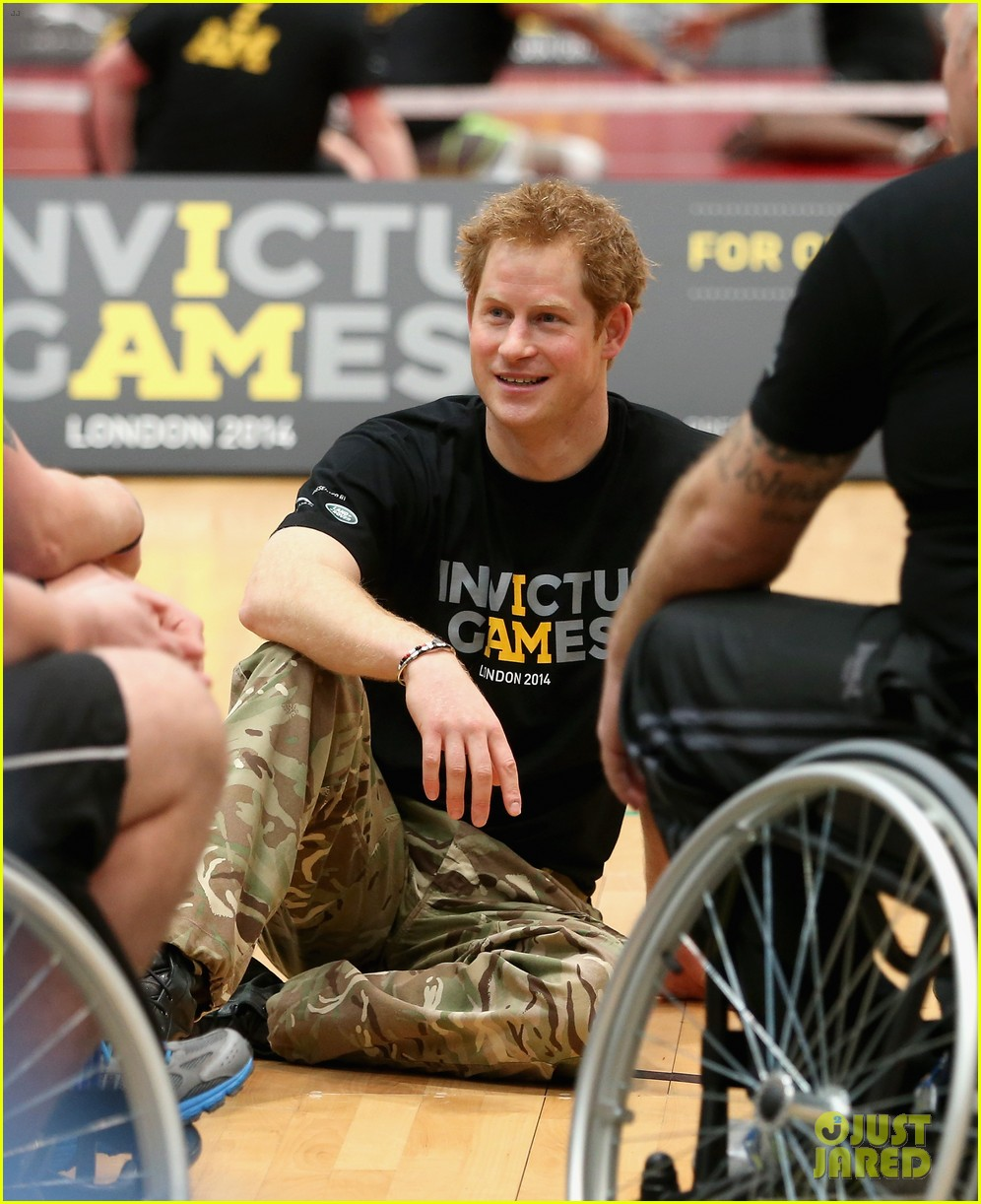 prince harry plays volleyball on the floor with injured soldiers 04
