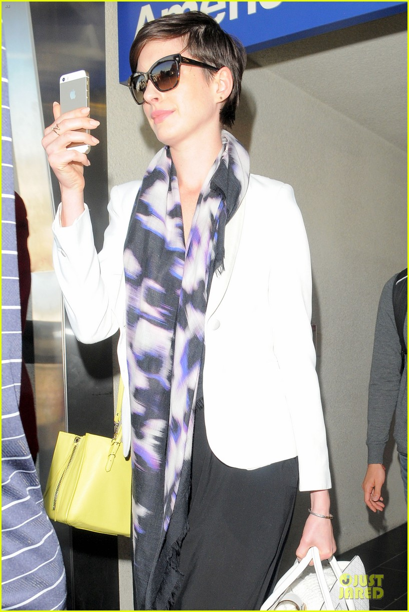 anne hathaway records at lax airport 123069498