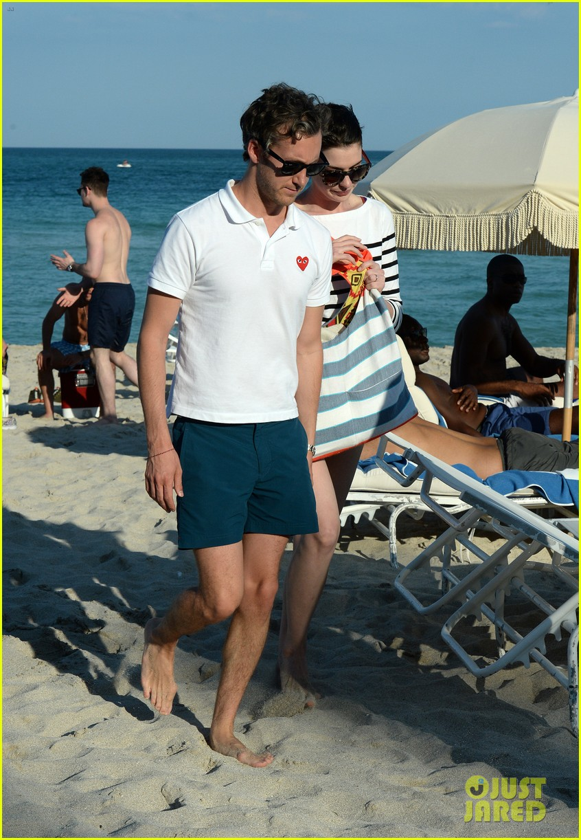 anne hathaway heads back for more beach fun in miami 123077325