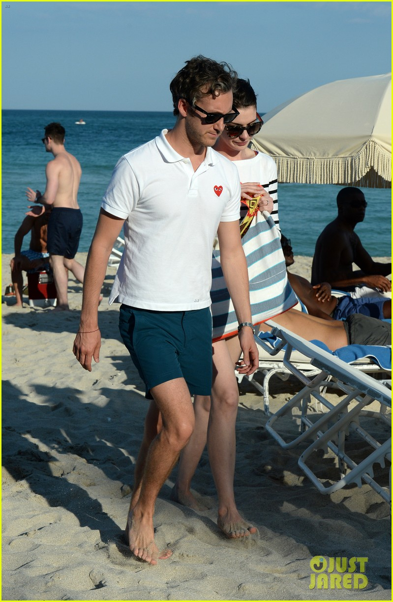 anne hathaway heads back for more beach fun in miami 203077333
