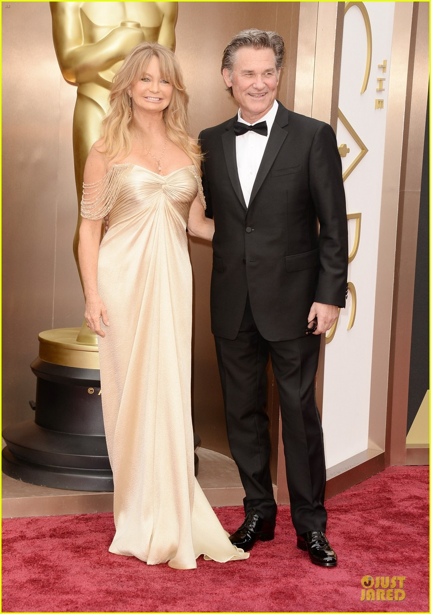 presenter goldie hawn golden goddess on oscars 2014 red carpet with kurt russell 053064063