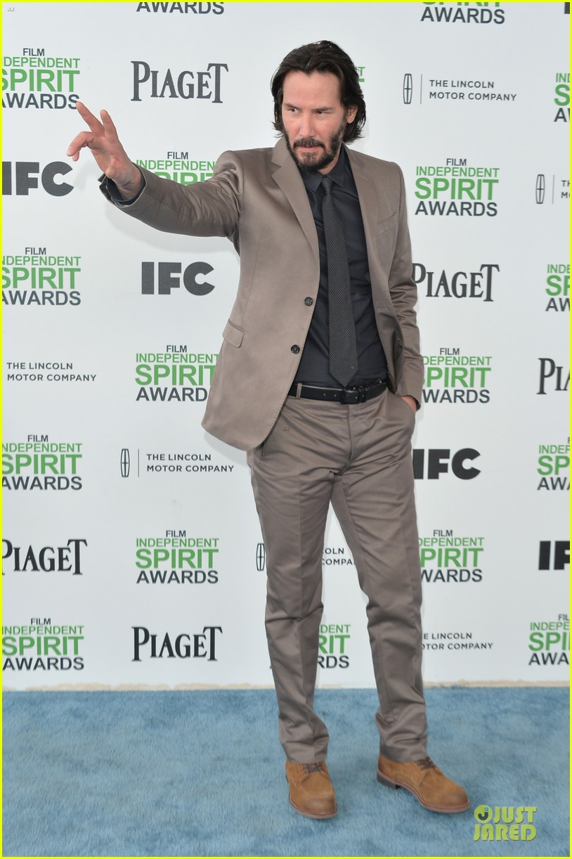 garrett hedlund keanu reeves oozes scruffy sex appeal at independent spirit awards 033063051