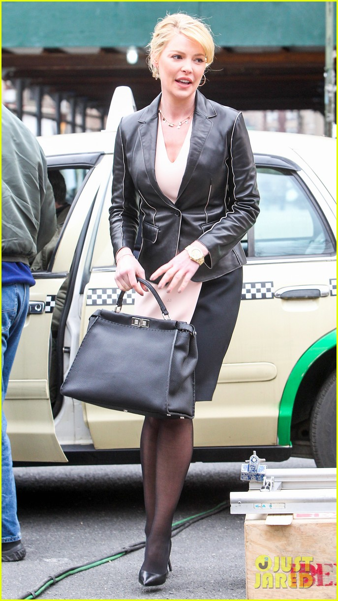 katherine heigl cannot stop smiling on state of affairs set 07