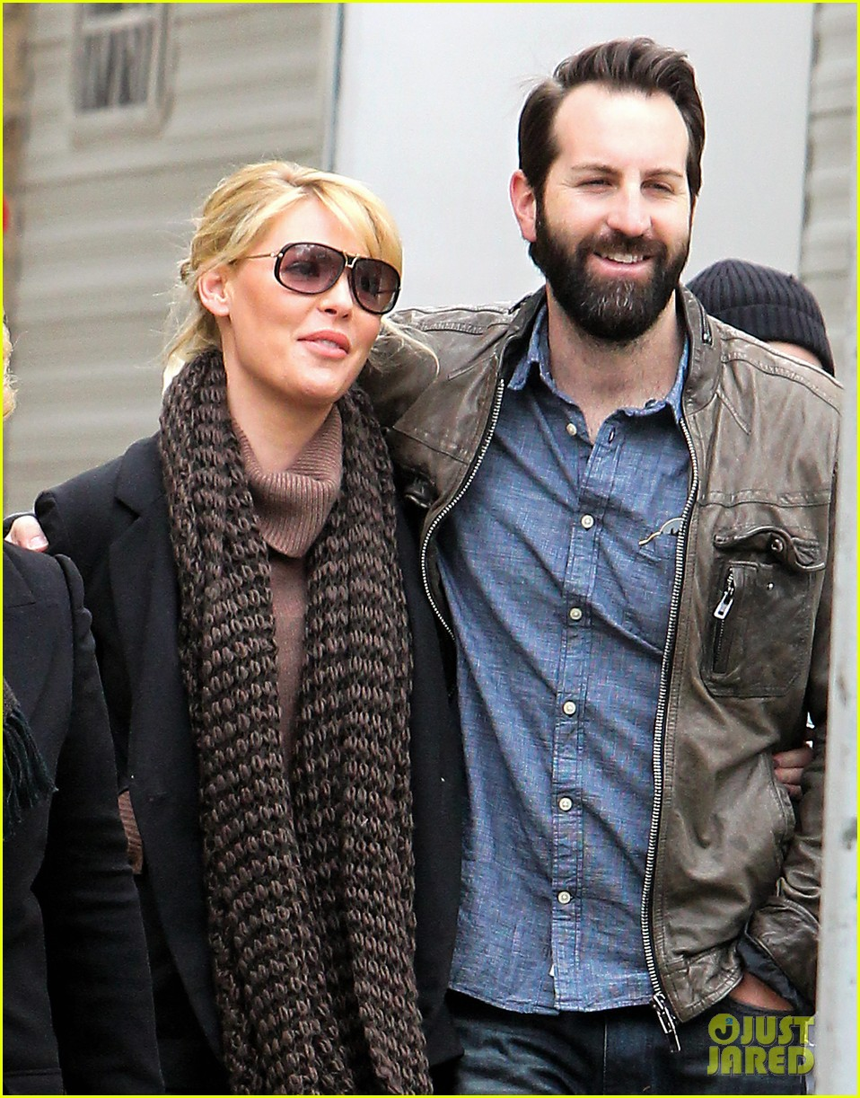 katherine heigl cannot stop smiling on state of affairs set 133078847