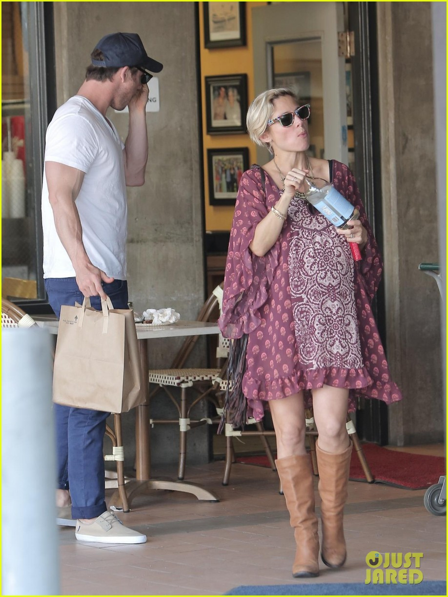 chris hemsworth elsa pataky enjoy lunch date 01