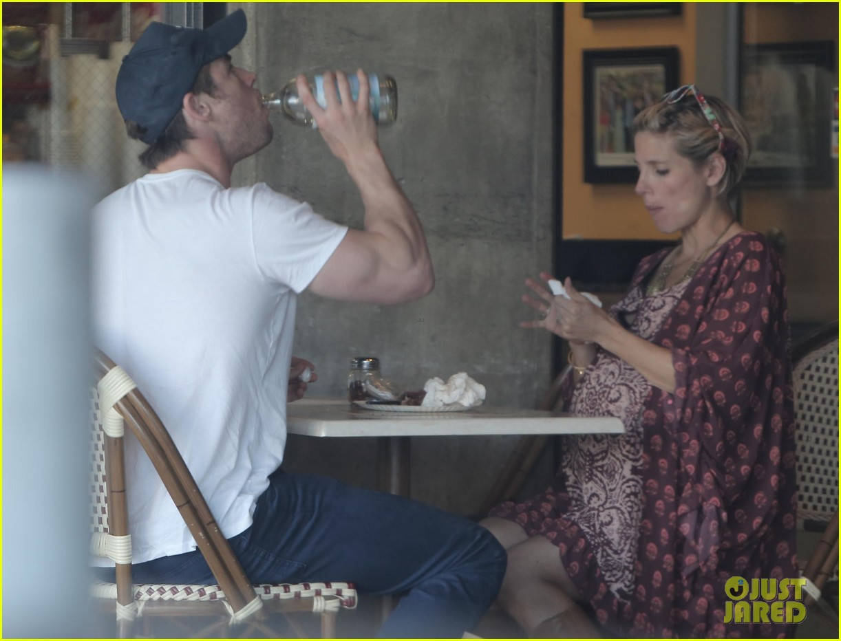 chris hemsworth elsa pataky enjoy lunch date 153067947