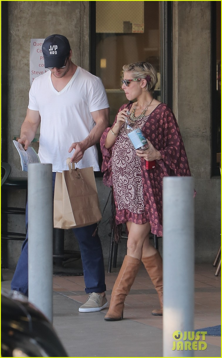 chris hemsworth elsa pataky enjoy lunch date 203067952