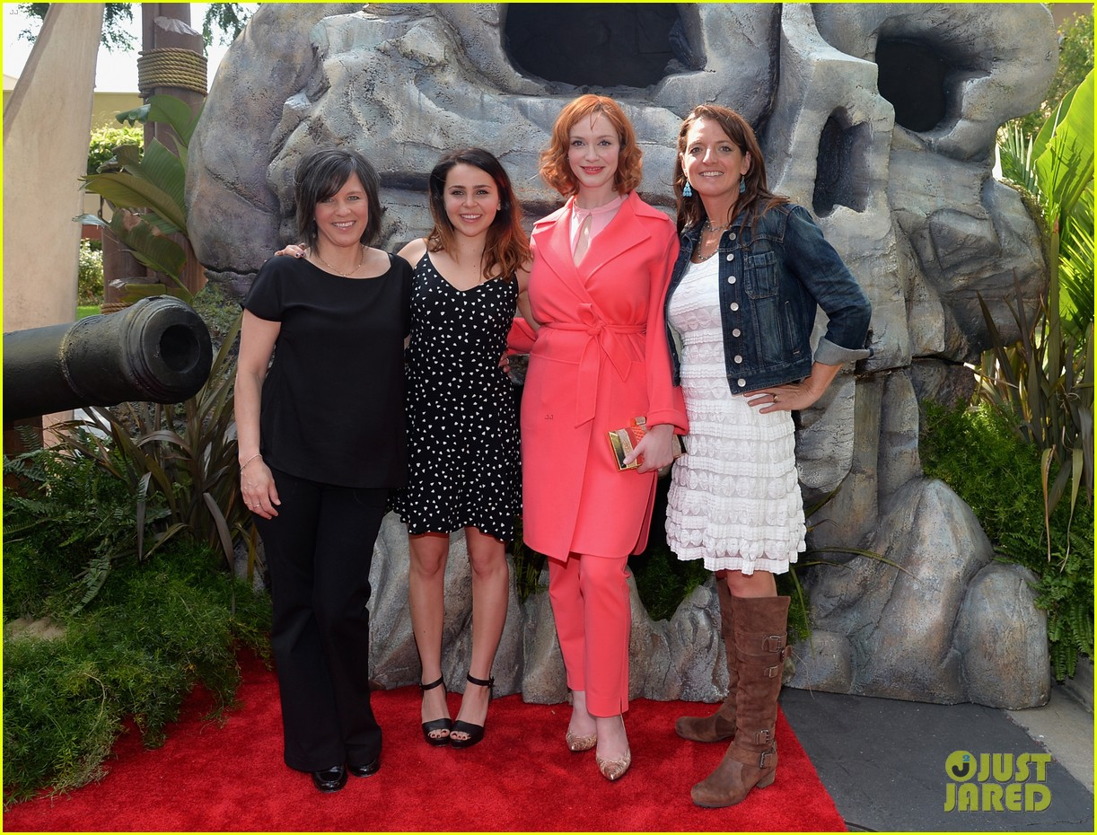 christina hendricks mae whitman pirate fairy premiere 113076934