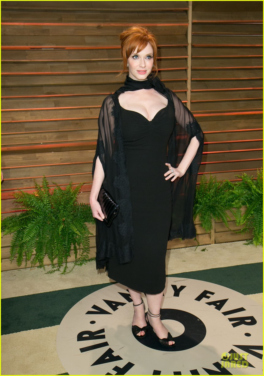 christina hendricks paz vaga show off their assets at elton john oscars party 2014 033065022
