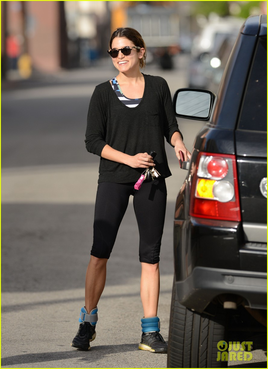 julianne hough nikki reed hug it out after gym date 02