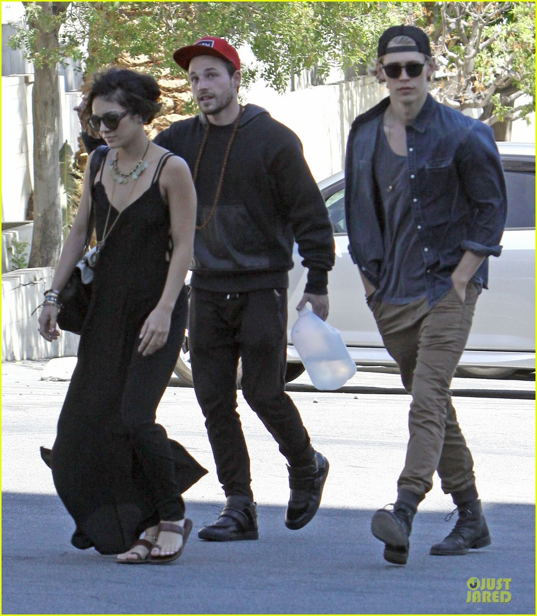 vanessa hudgens austin butler church sunday 033081955
