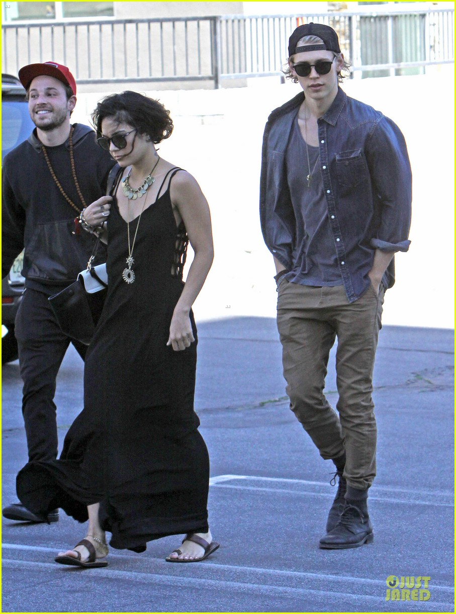 vanessa hudgens austin butler church sunday 063081958