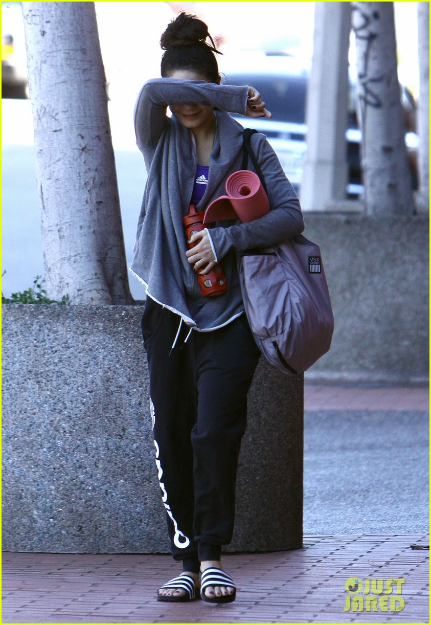 vanessa hudgens loves hugging trees see the cute pic 08