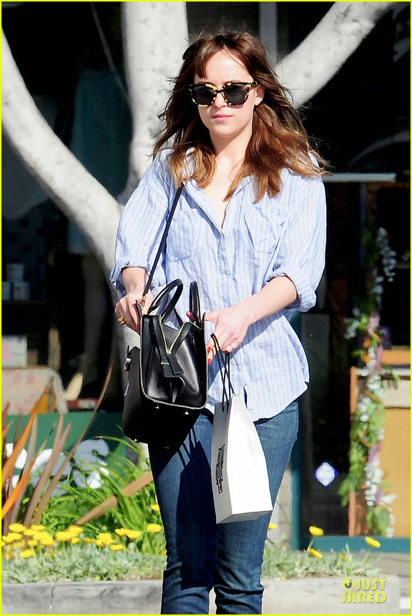 dakota johnson fifty shades of grey get to her head 023072592