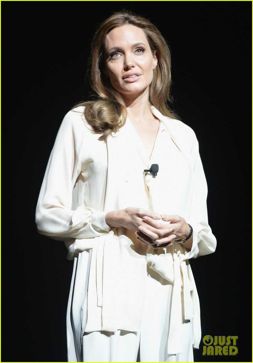 angelina jolie vision in white at cinema con 05