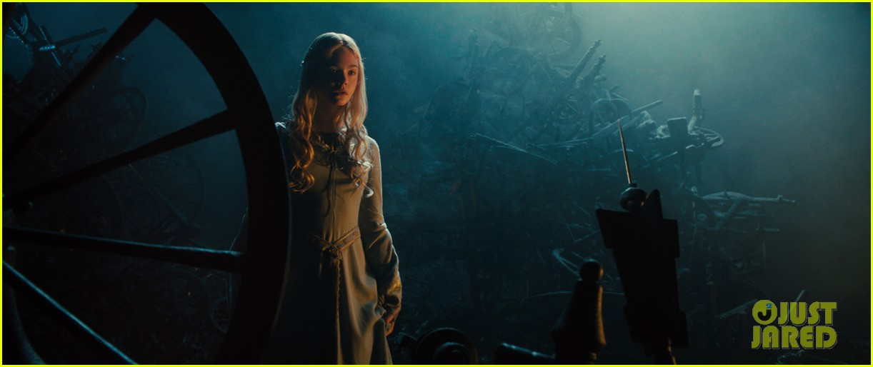 angelina jolie new maleficent trailer stills 093073357