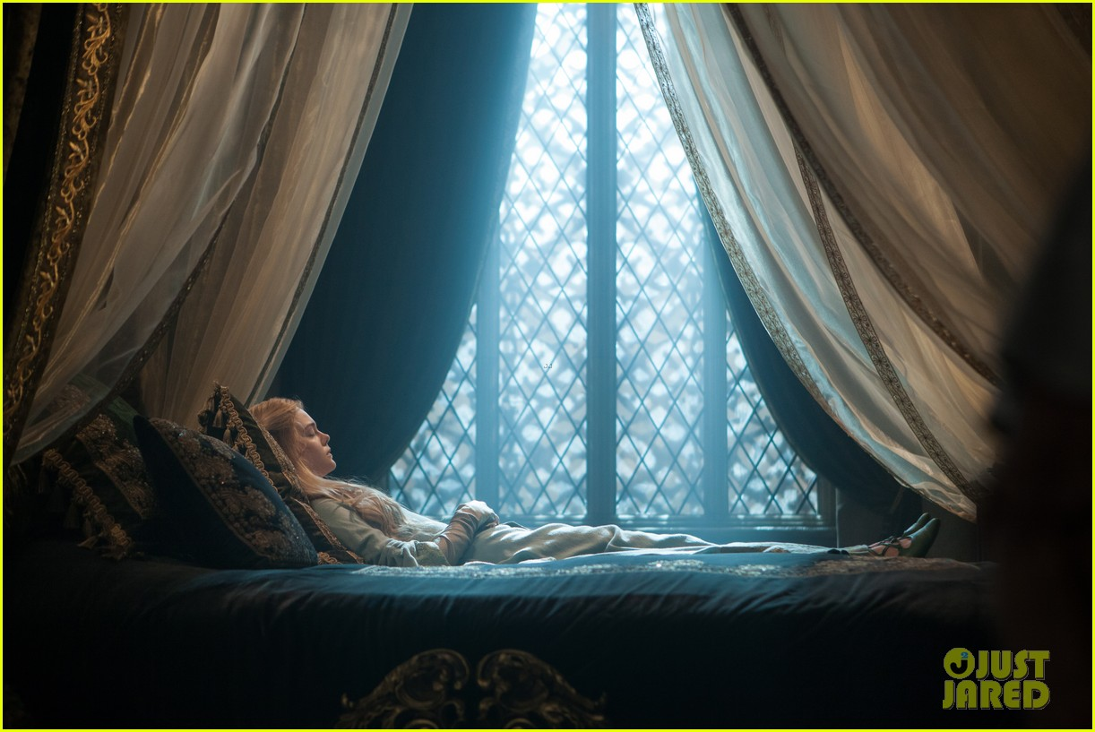 angelina jolie new maleficent trailer stills 15