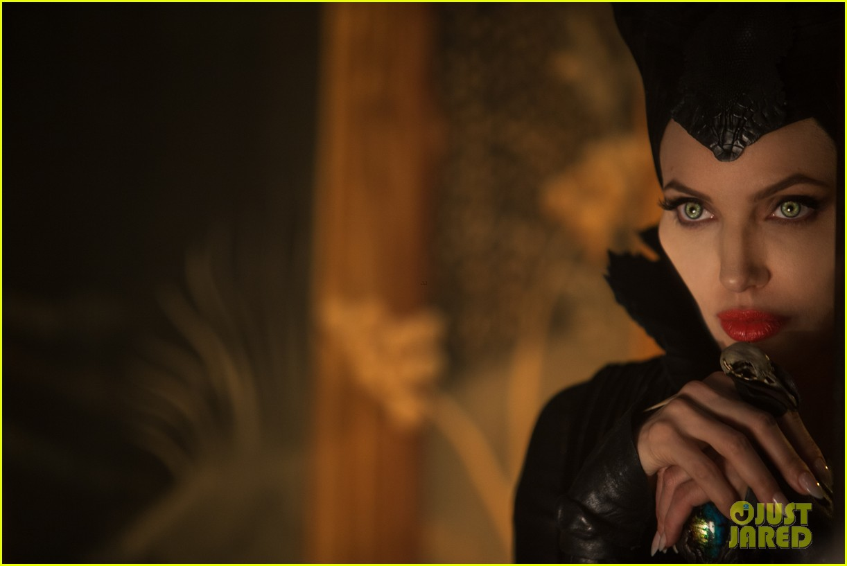 angelina jolie new maleficent trailer stills 16
