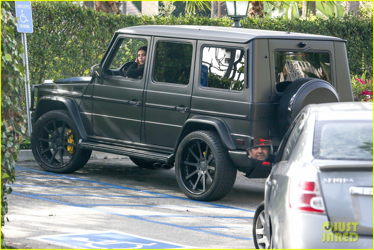 kim kardashian involved in minor car accident in beverly hills 163069993