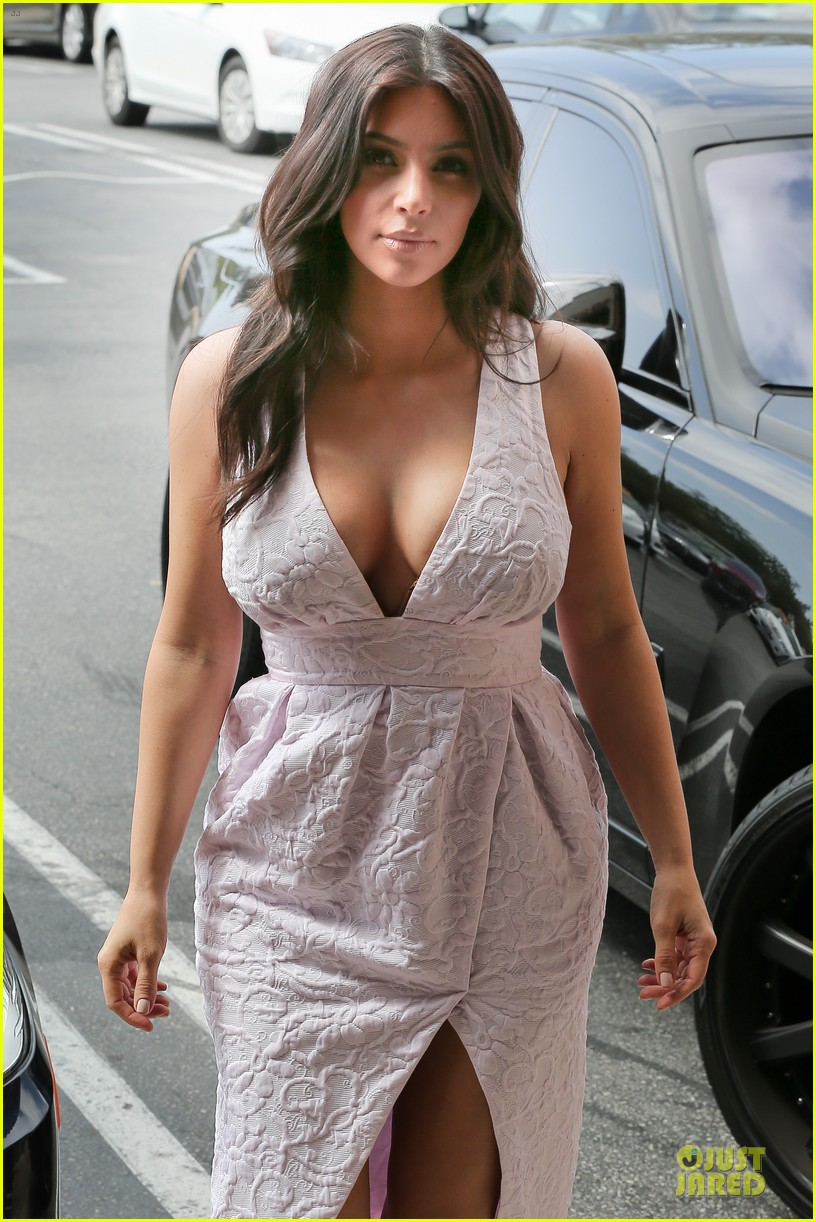 kim kardashian cameras flashing with legs 04