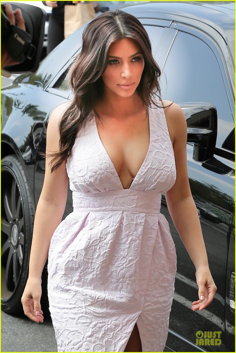 kim kardashian cameras flashing with legs 163076211