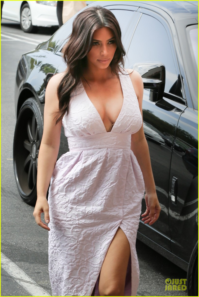kim kardashian cameras flashing with legs 233076218