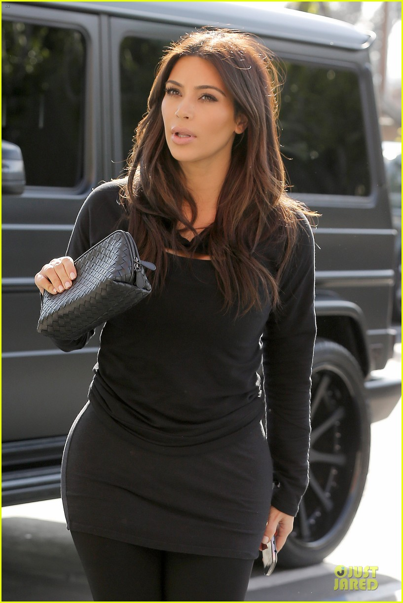 kim kardashian makes a very dark entrance at production office 023066128