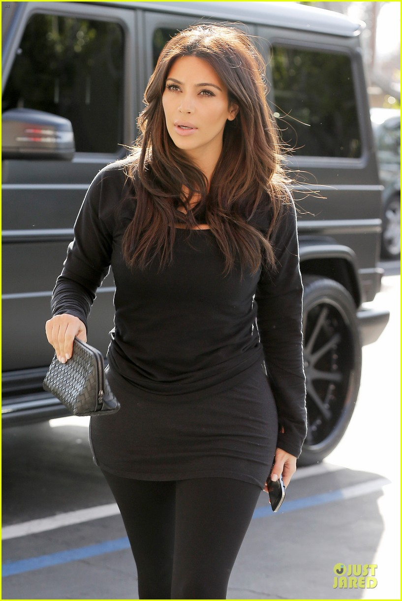 kim kardashian makes a very dark entrance at production office 043066130