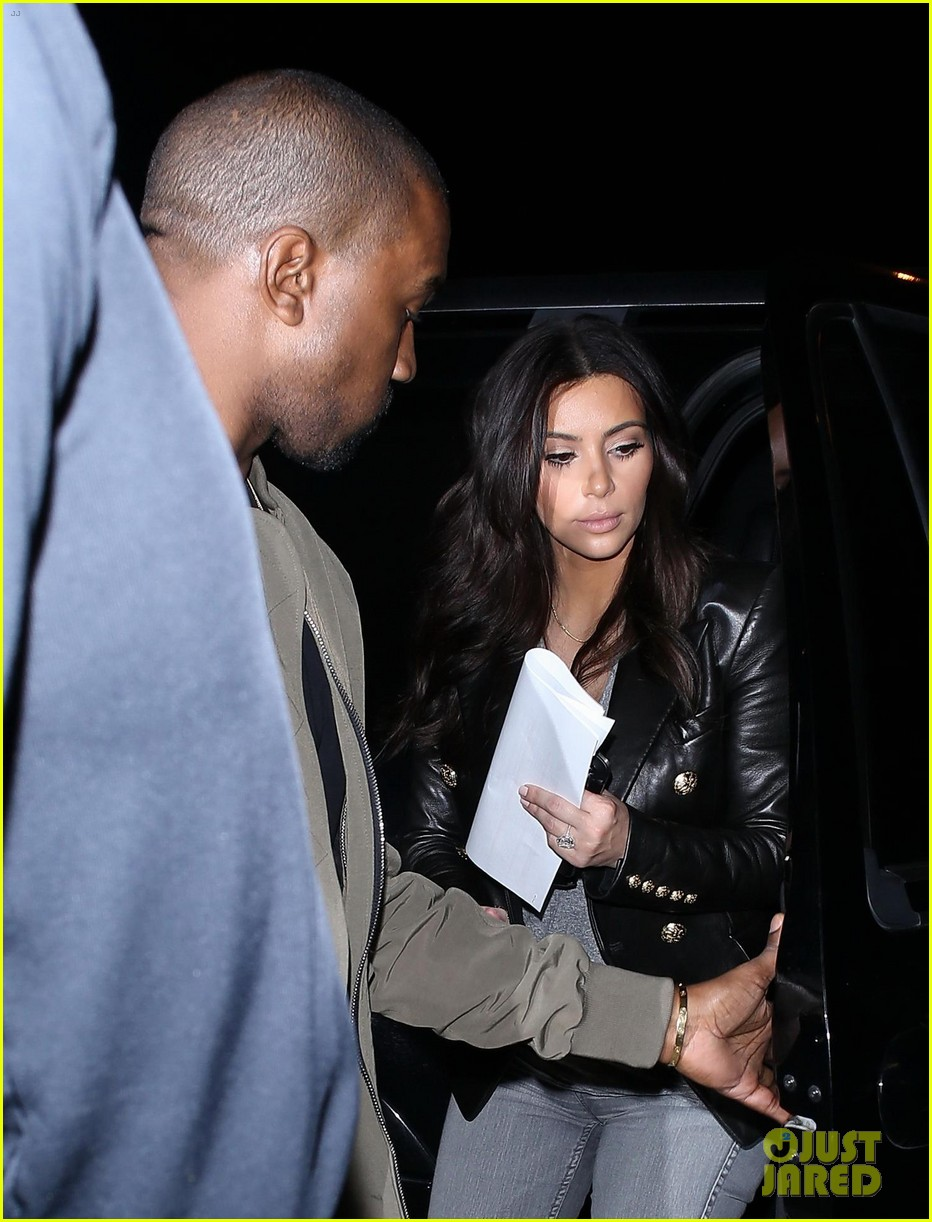 kim kardashian kanye west are a stylish duo jetting off to new york 093078270