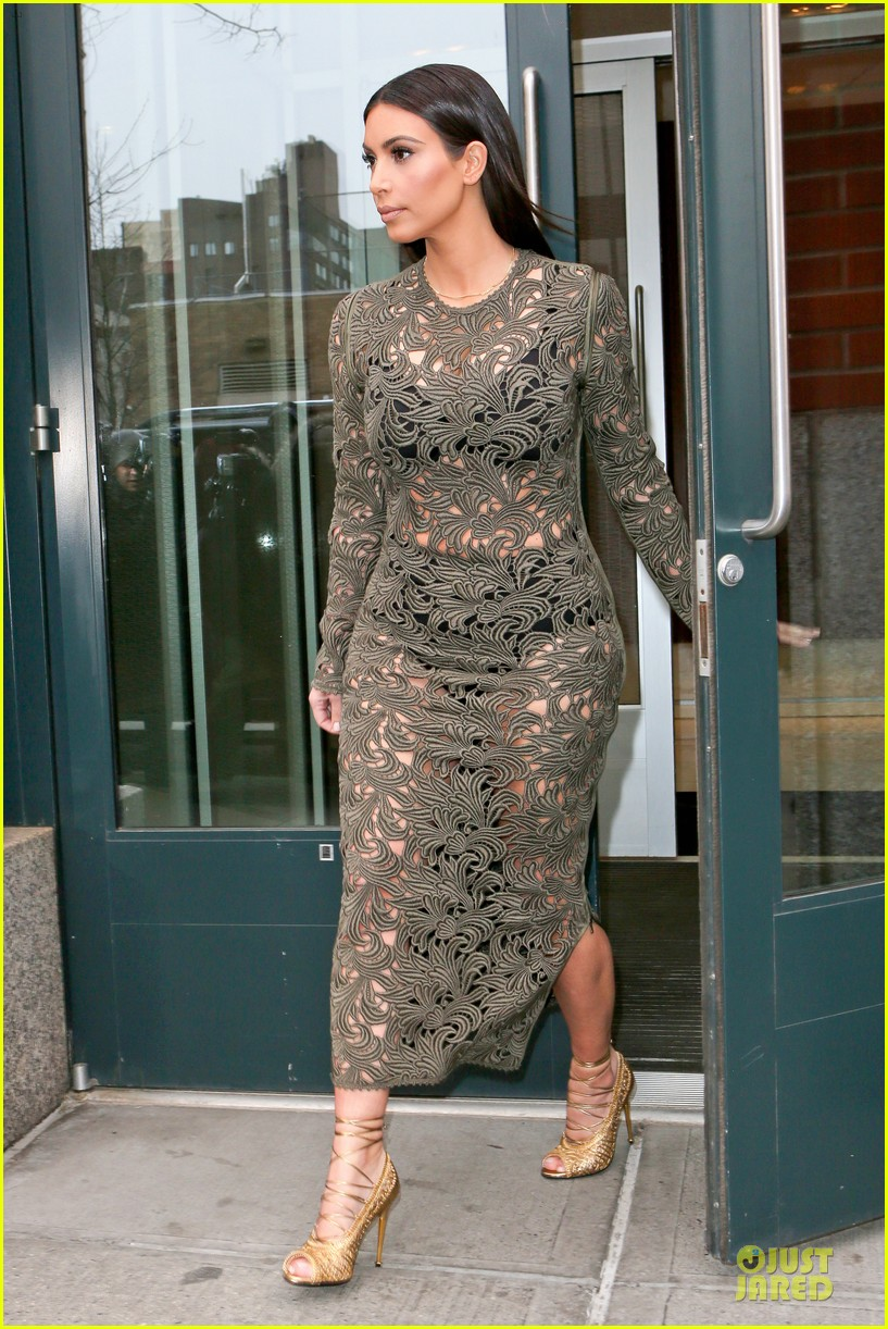 kim kardashian late night with seth meyers 133078596