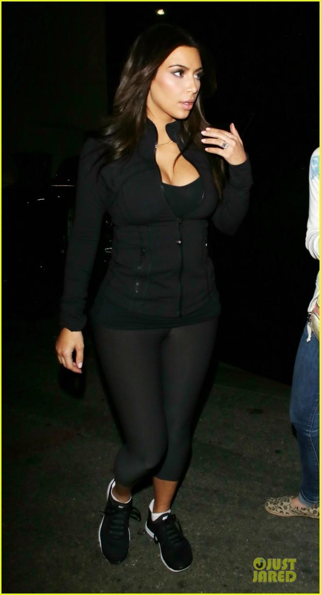 kim kardashian cleavage for soulcycle workout 13