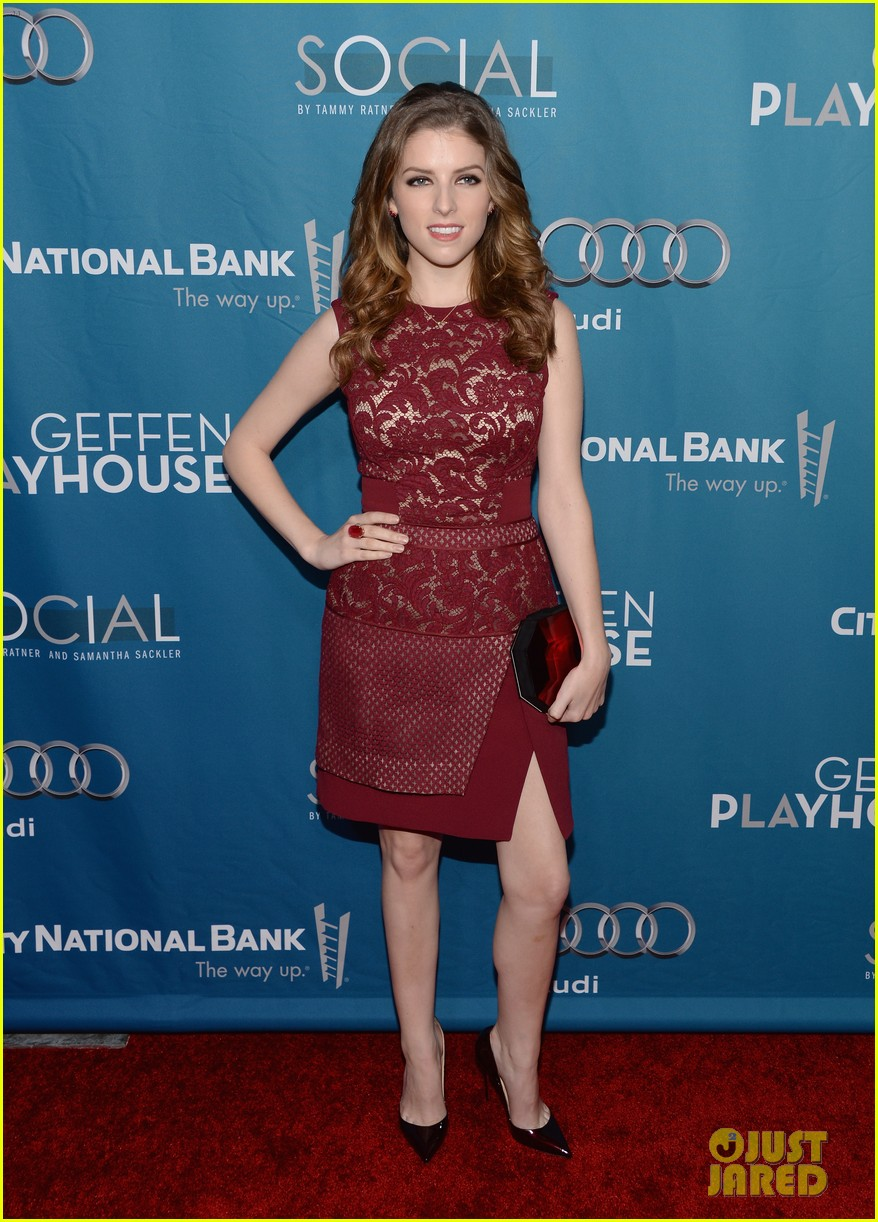 anna kendrick 2 broke girls geffen playhouse gala 06