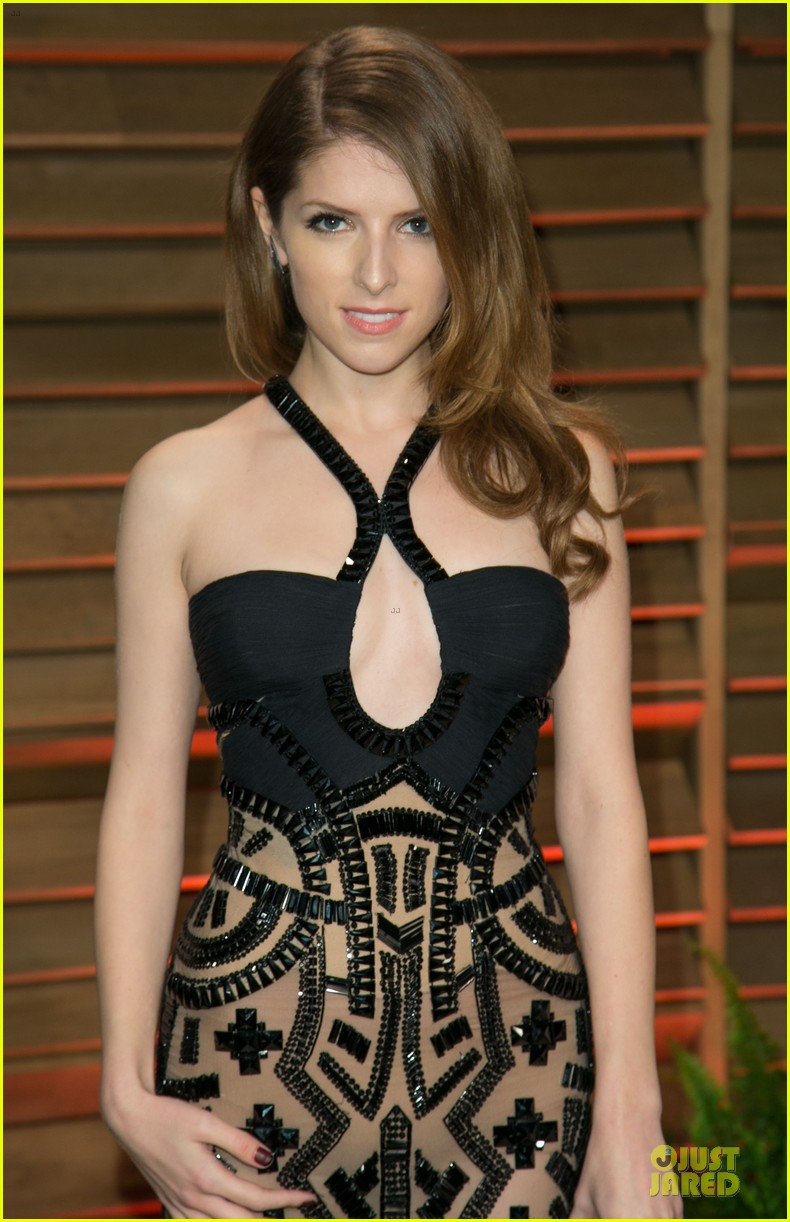 anna kendrick transforms into sexy intricate babe at vanity fair oscar party 2014 043064467