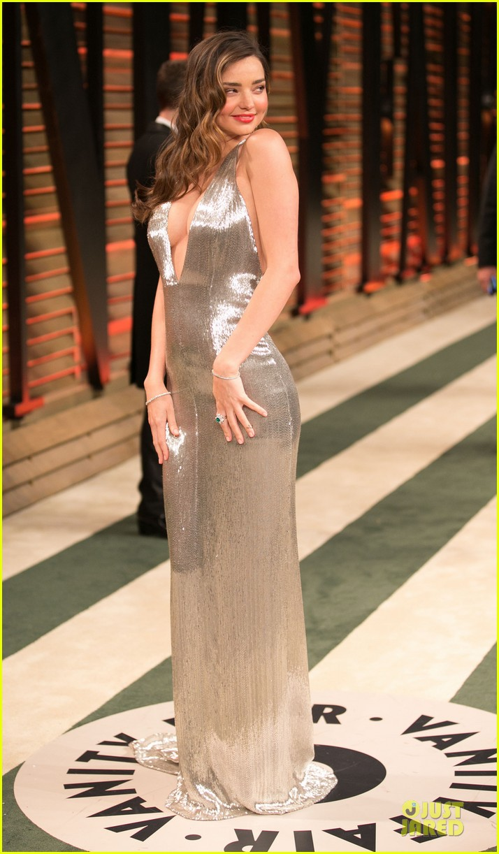 miranda kerr makes sexy entrance with plunging neckline at vanity fair oscars party 2014 03