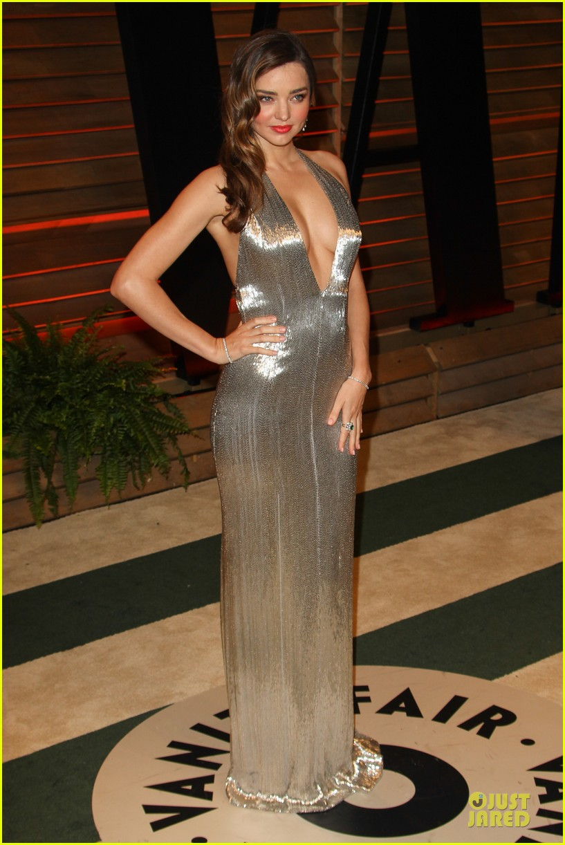 miranda kerr makes sexy entrance with plunging neckline at vanity fair oscars party 2014 09