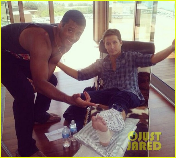 kevin connolly breaks leg while playing football with russell wilson 03