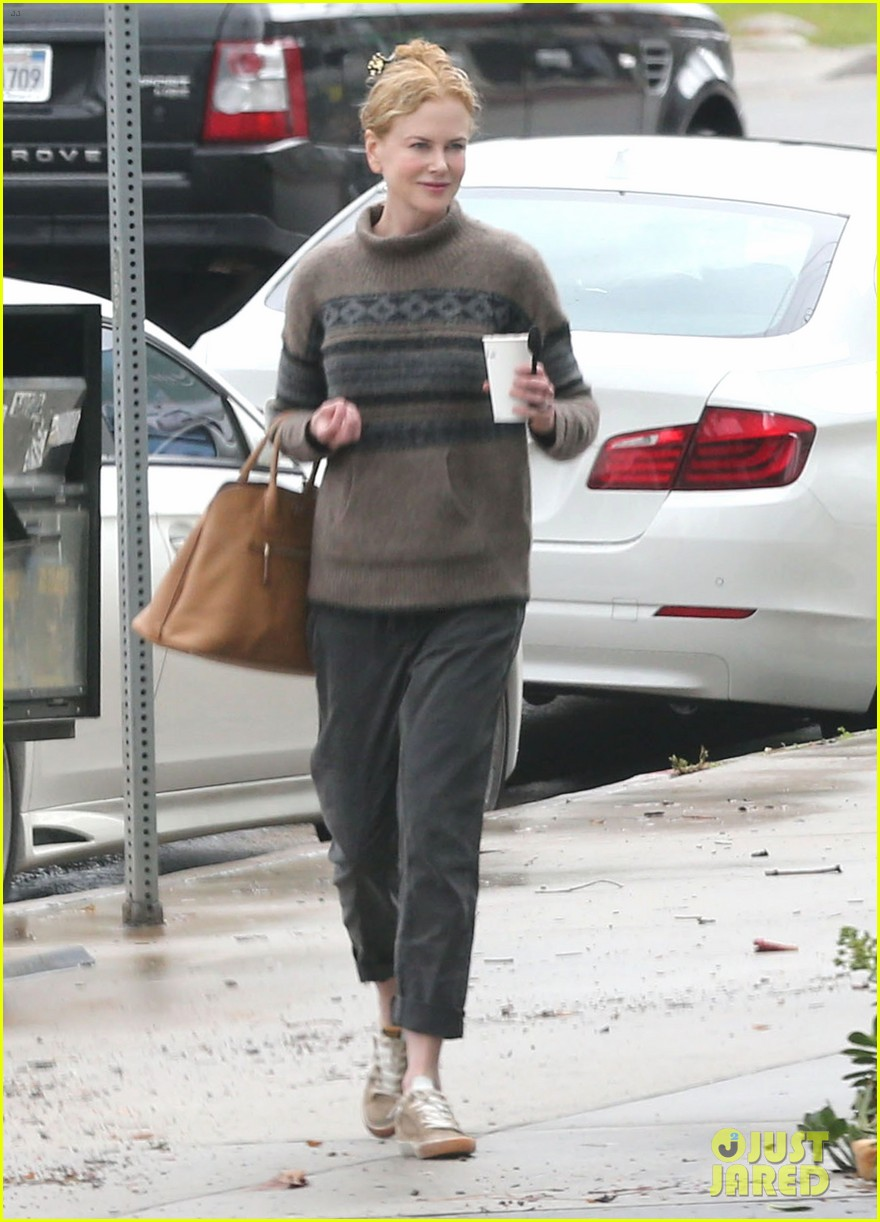 nicole kidman runs errands town before the oscars 08