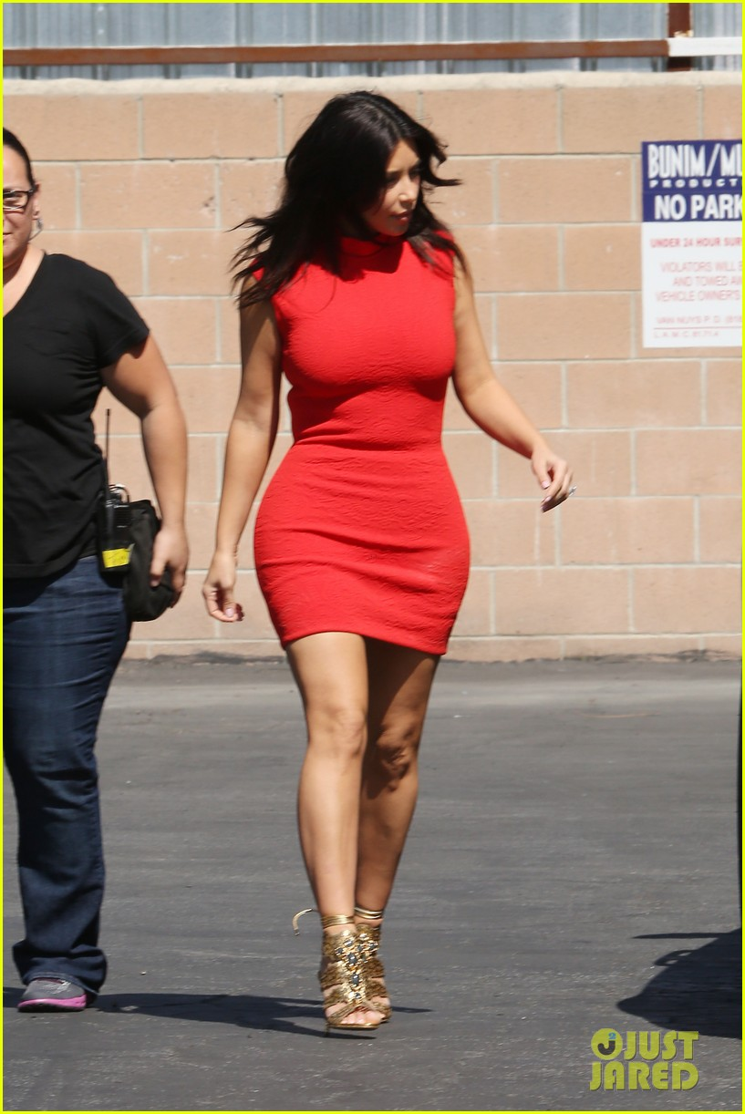 kim kardashian shows her figure in a tight little red dress 08