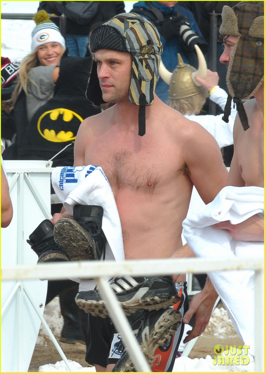 taylor kinney goes shirtless for polar plunge in chicago 05