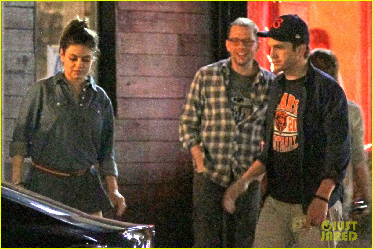 mila kunis ashton kutcher studio city double date 07