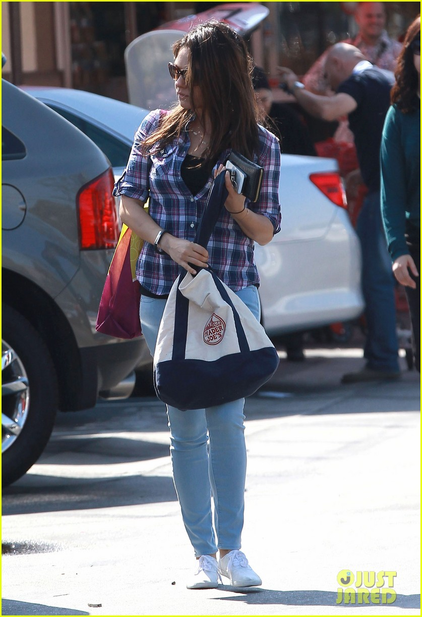 mila kunis keeps casual in plaid for grocery run 02