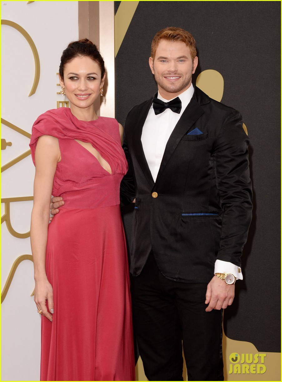 olga kurylenko wears eco fashion on oscars 2014 red carpet 013064108