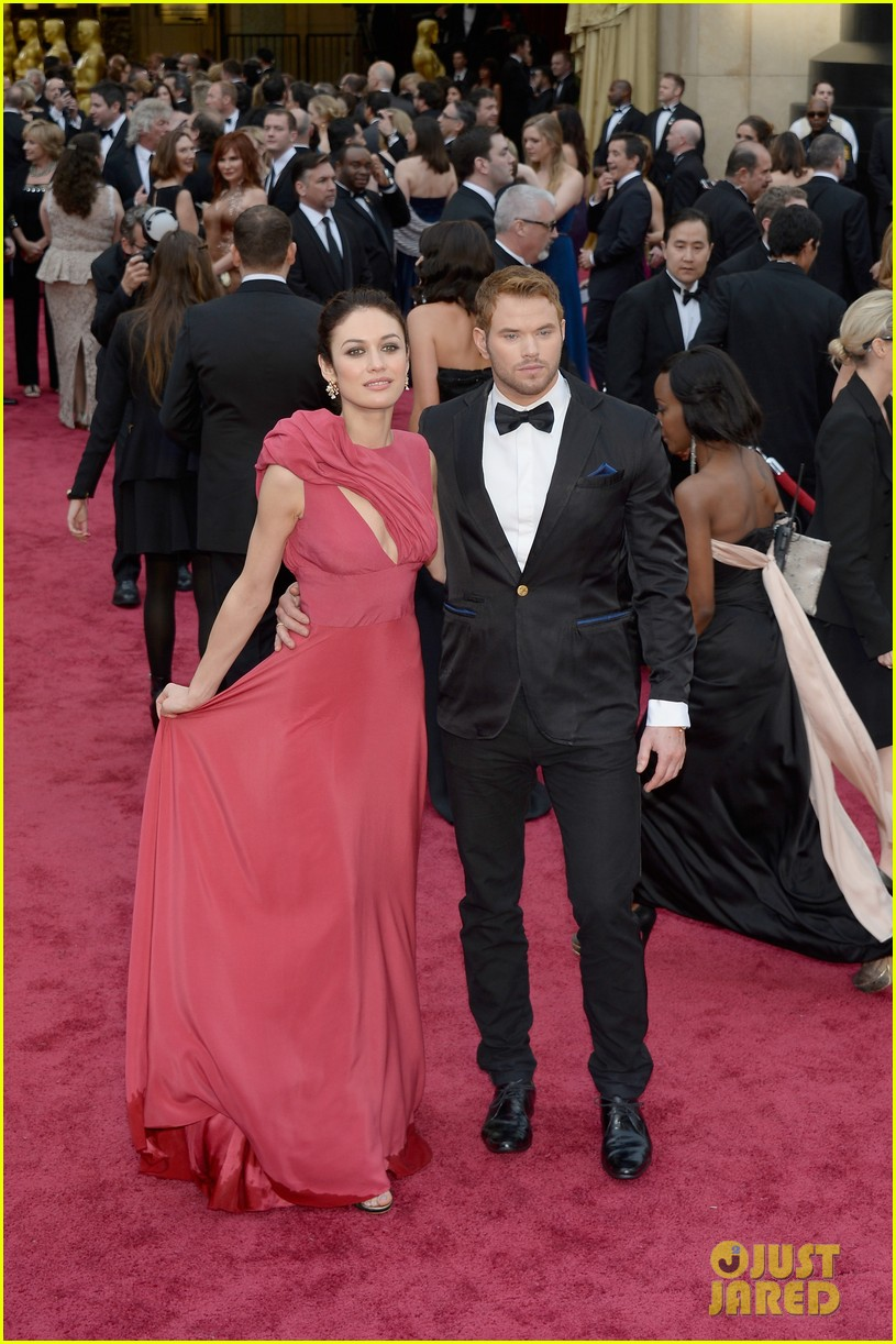 olga kurylenko wears eco fashion on oscars 2014 red carpet 043064111