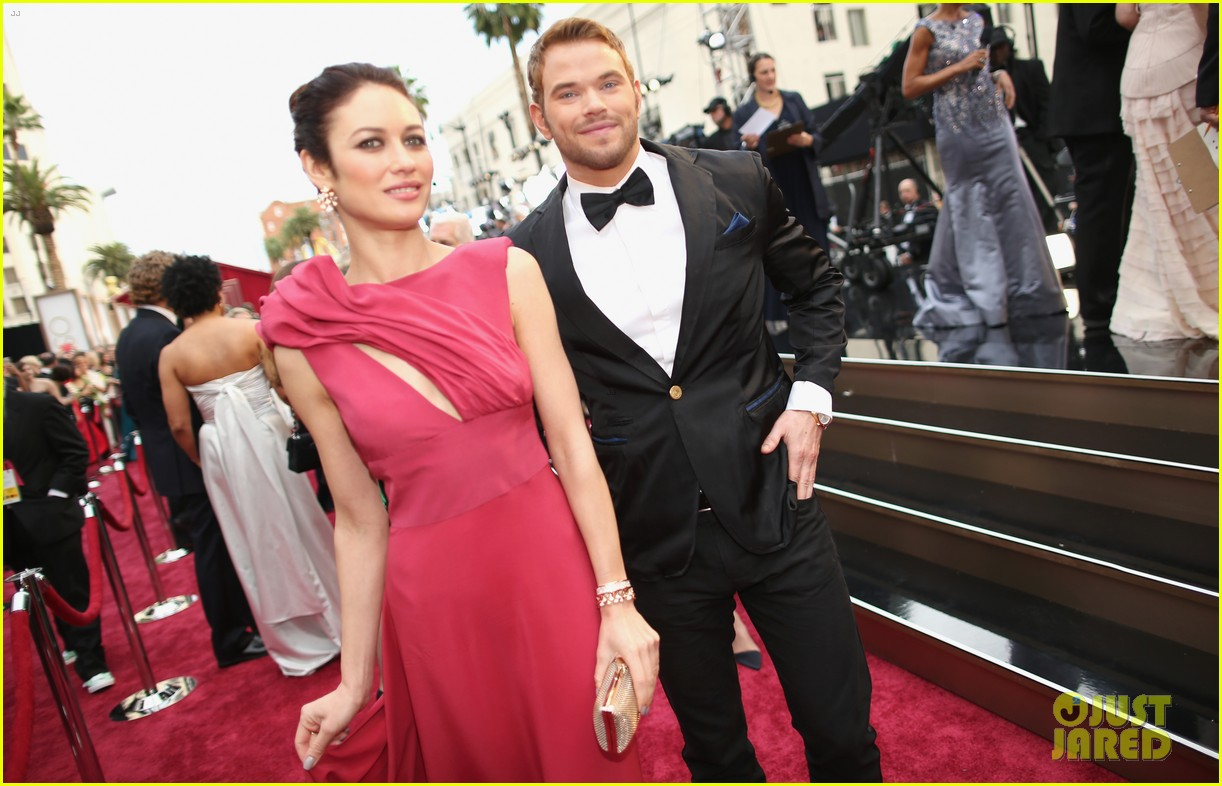 olga kurylenko wears eco fashion on oscars 2014 red carpet 05