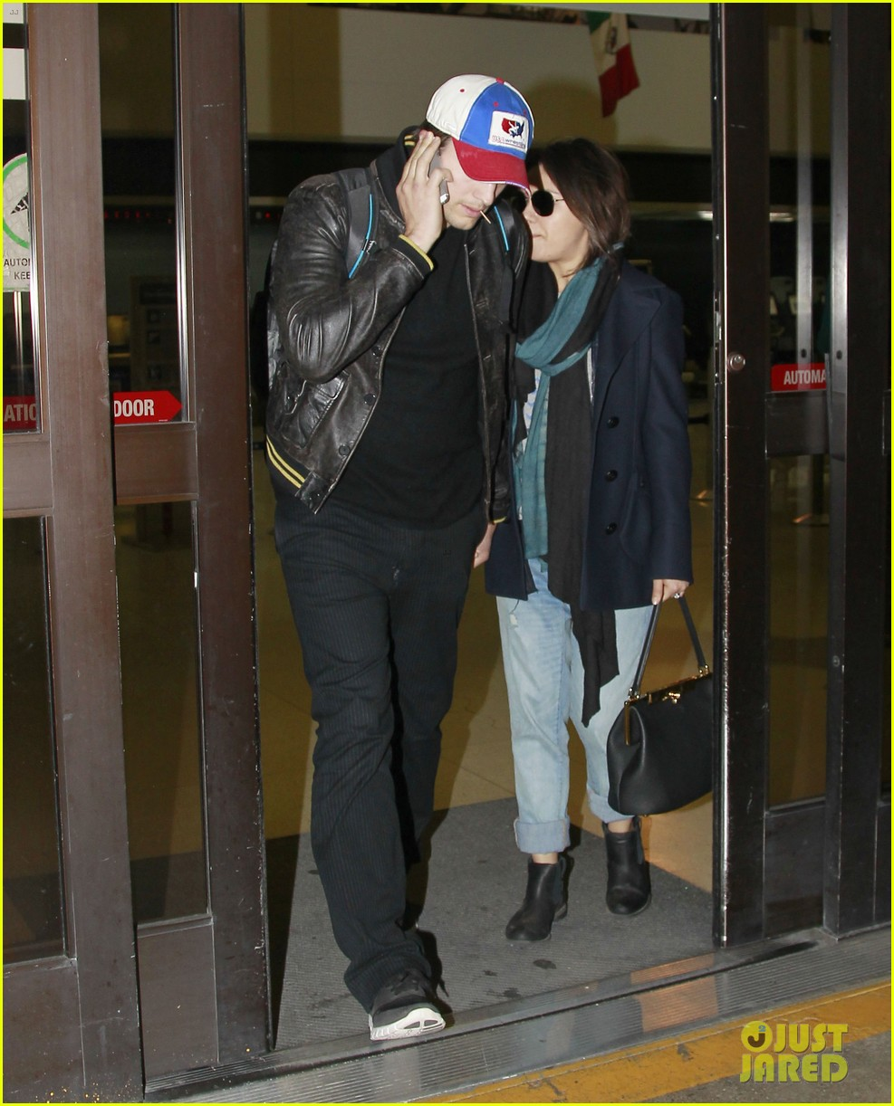 mila kunis ashton kutcher arrive home from iowa 05